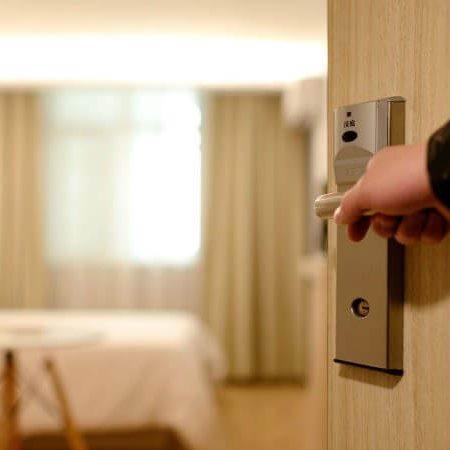 Встановлення та обслуговування готельних замків