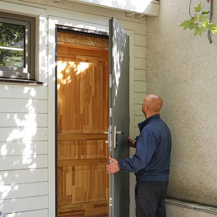 Монтаж та заміна вхідних дверей