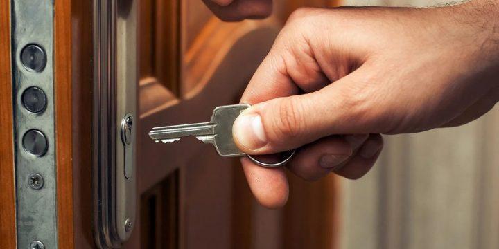 А що, якщо ваші двері не впускають вас додому?
